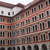 Das 1572 gegründete Jesuitenkollegium wurde auf Initiative Karl II. 1584 zur ersten Grazer Universität erweitert.
