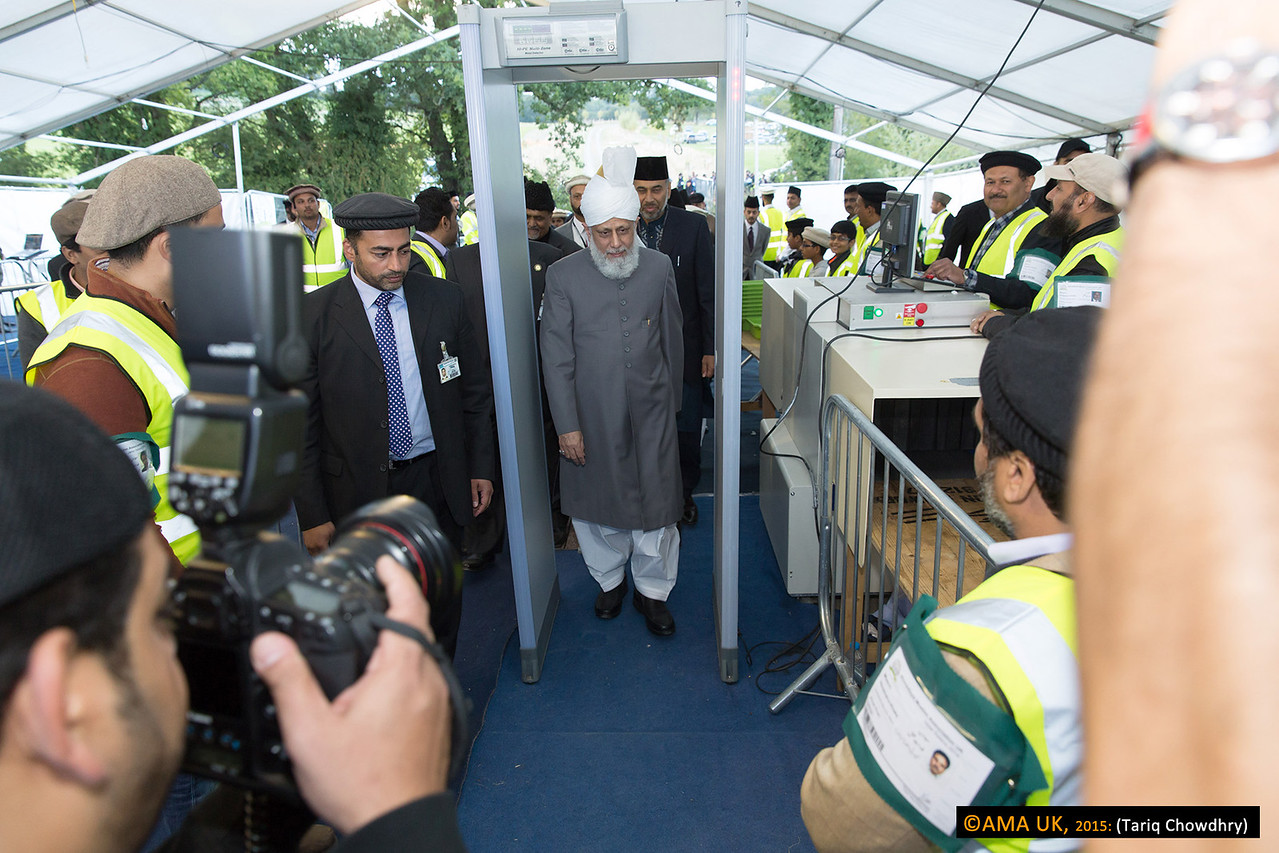 Huzur at the security check in area
