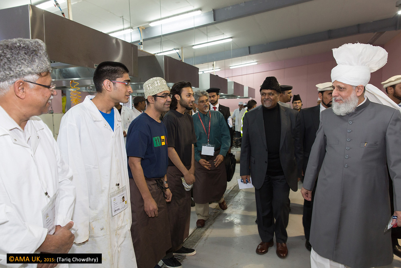 Huzur meeting more of the food preparation staff.
