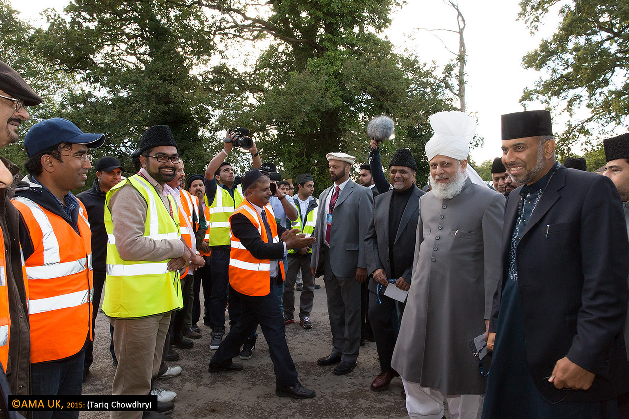 Huzur on his tour of the Hadeeqatul Mahdi site