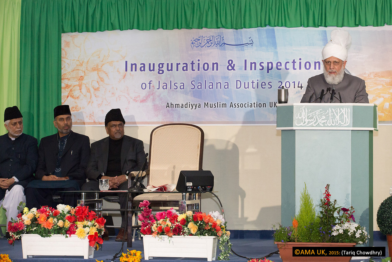 Huzur Aqdas conducted an inspection for the arrangements of the 48th Annual Convention (Jalsa Salana) of the Ahmadiyya Muslim Commuity UK on Sunday 24th August 2014