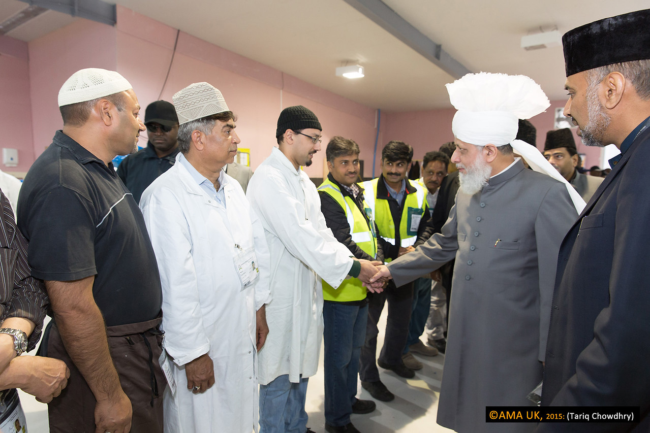 Just some of the many cooks meeting with Huzur during the inspection.