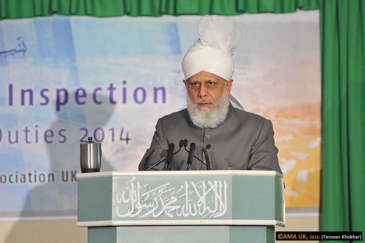 "Hazrat Mirza Masroor Ahmad said:  ""You should not consider any duty to be small or insignificant and so perform your duty in the best possible spirit. Further, all the workers and participants of this Jalsa should spend their time engaged in prayers."""