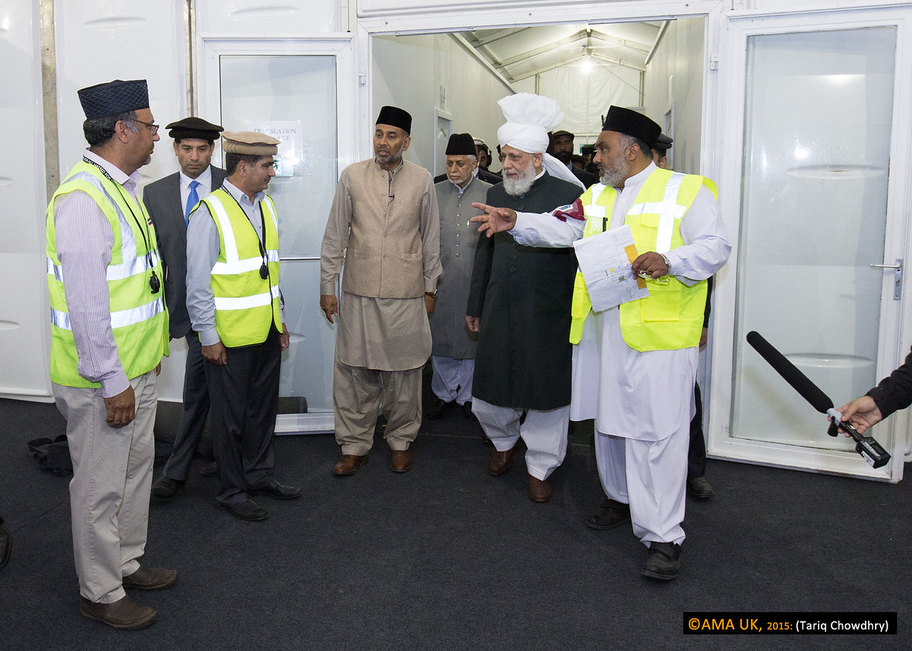 Huzur on inspection tour and meeting some of volunteer workers in the MTA UK area.