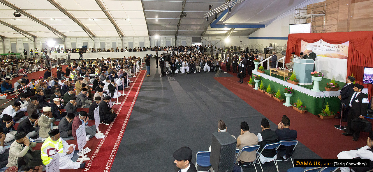 Dua following Huzur addesses the 5,000 volunteer workers at the inauguration and inspection at Hadeeqatul Mahdi