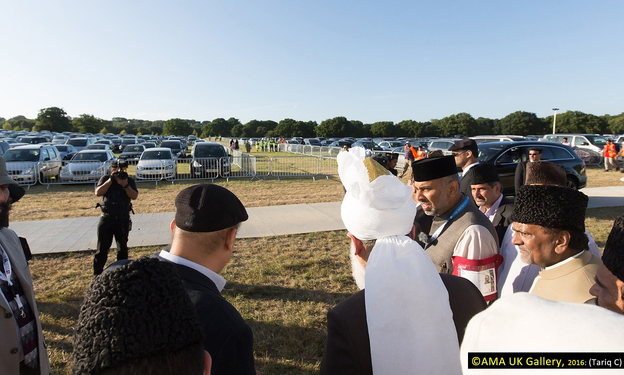 During the inspection, Hazrat Mirza Masroor Ahmad visited the various departments tasked with organising and running the three-day event. His Holiness was briefed on the arrangements as he inspected the site. Huzur viewing the car-parking arrangements.