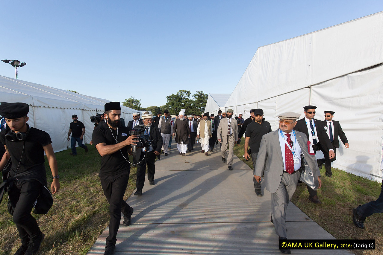 During the inspection, Hazrat Mirza Masroor Ahmad visited the various departments tasked with organising and running the three-day event. His Holiness was briefed on the arrangements as he inspected the site. MTA international covered the tour.