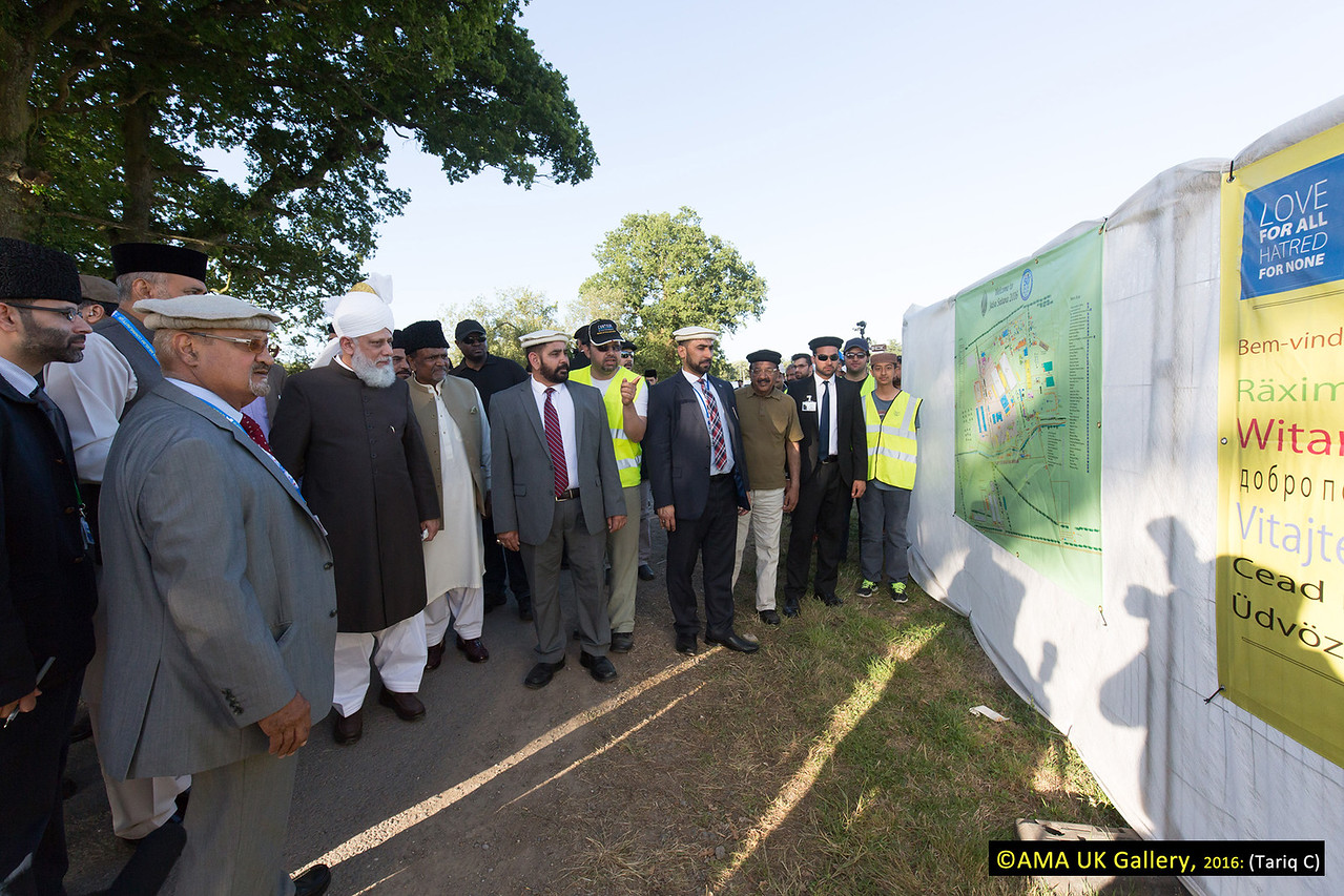 During the inspection, Hazrat Mirza Masroor Ahmad visited the various departments tasked with organising and running the three-day event. His Holiness was briefed on the arrangements as he inspected the site. Huzur viewing the map of the entire area of the Jalsa.