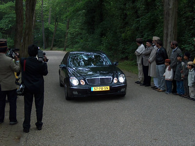 Arrival of Huzur's (aba) caravan at the Mosque