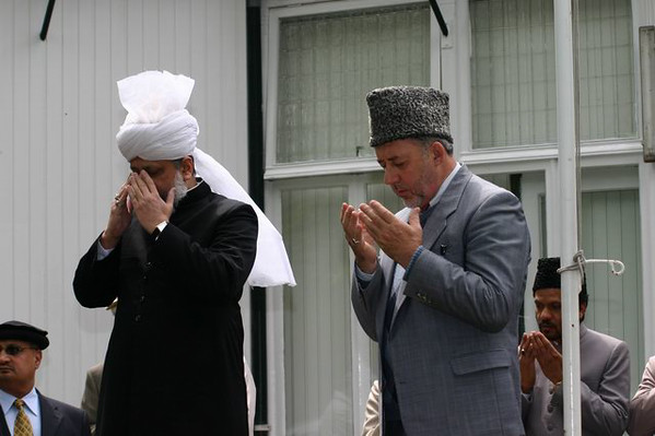 Hazrat Khalifatul Masih V (aba) leading silent prayers after flag hoisting