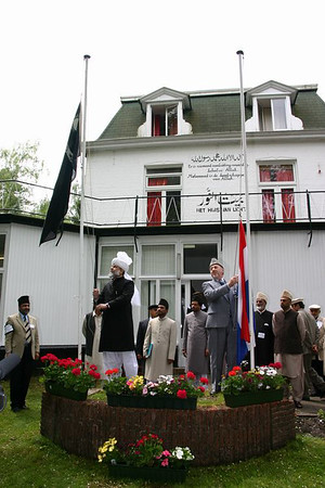 Hazrat Khalifatul Masih V (aba) hoisting the flag