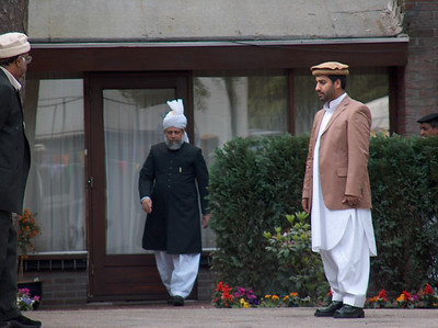 Hazrat Khalifatul Masih V (aba) leaving Guest House