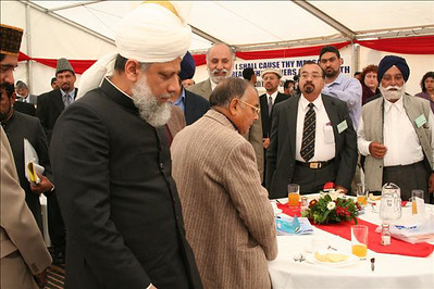 Guests meeting Huzur
