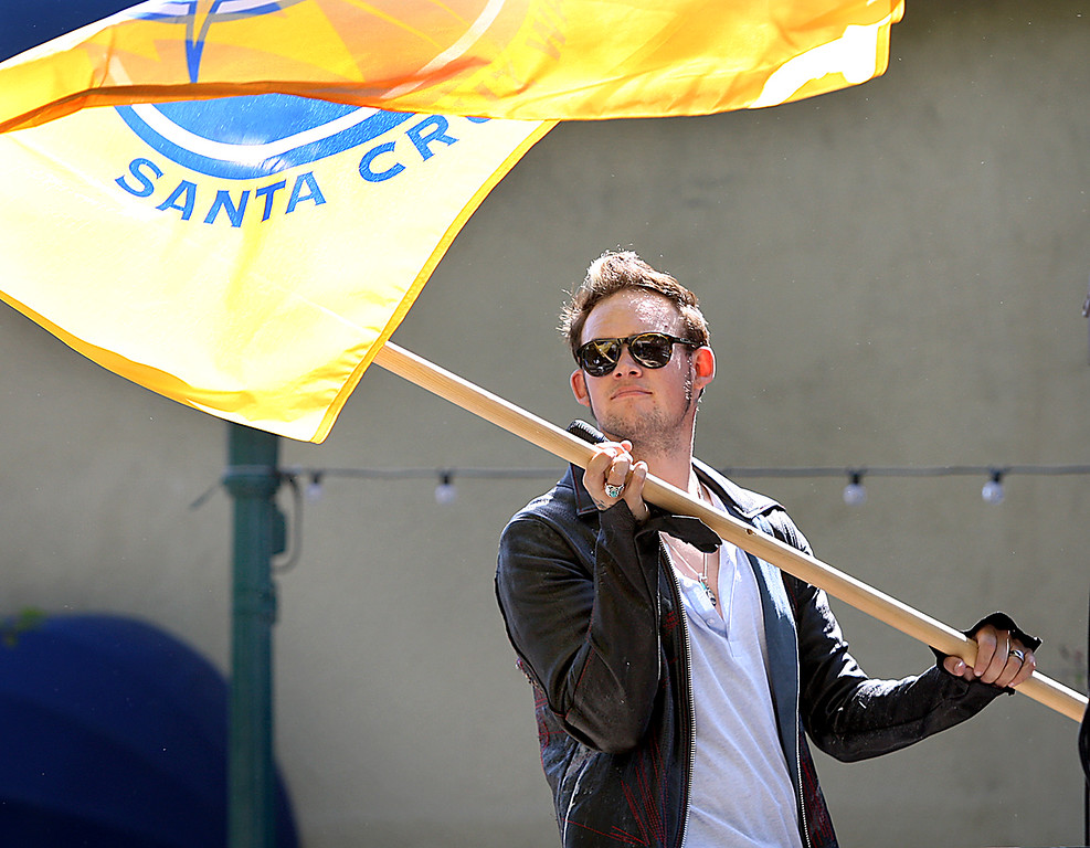 . American Idol singer James Durbin paraded thorugh downtown Santa Cruz with the Santa Cruz Warriors Wednesday, singing Queen\'s We Are the Champions.  (Dan Coyro --Santa Cruz Sentinel)