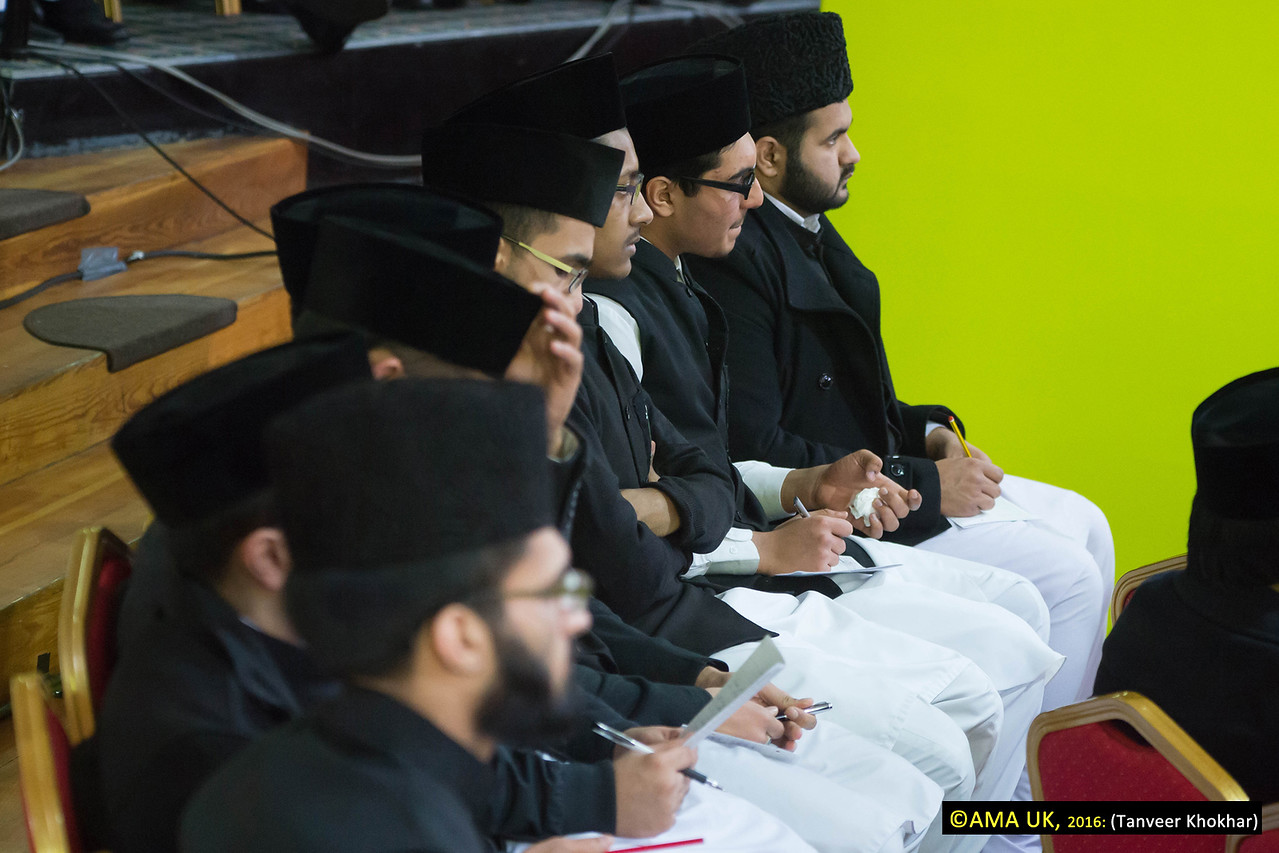 The address by His Holiness was listened attentively by the guests and students of the Jamia