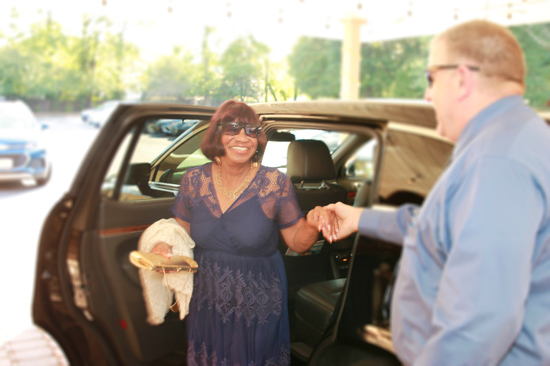 AuntJanice Limo Arrival