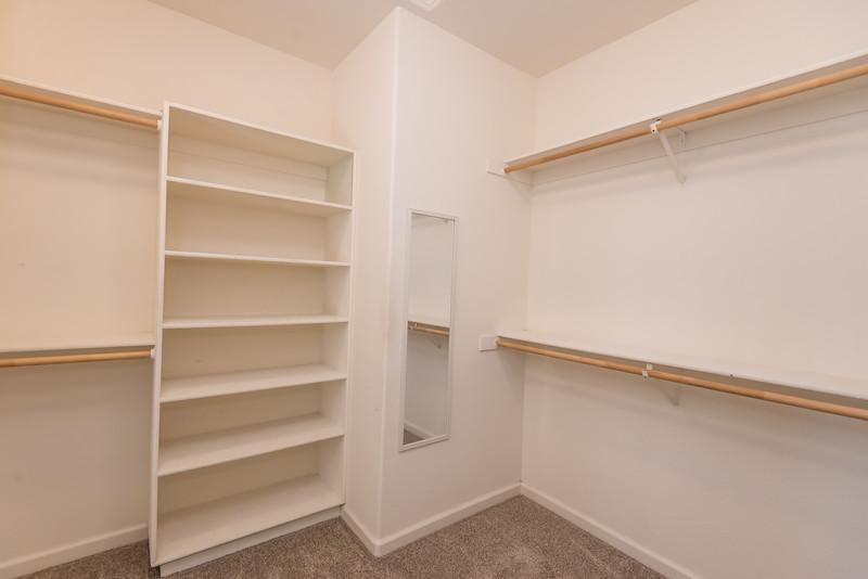 closet-2556