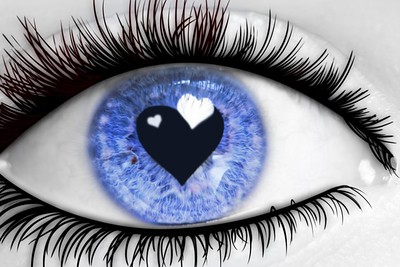 eye with 2 hearts