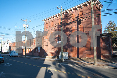 01/25/18  Wesley Bunnell | Staff  The Arch St. Area NRZ and Alderwoman Eva Magnuszewski are holding a walk through the Arch and Glen St neighborhoods to discuss issues and potential solutions. An empty and former manufacturing building on Glen St.