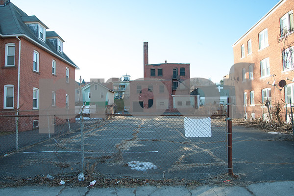 01/25/18 Wesley Bunnell | Staff The Arch St. Area NRZ and Alderwoman Eva Magnuszewski are holding a walk through the Arch and Glen St neighborhoods to discuss issues and potential solutions. The rear of an empty building on Arch St. as seen from Glen St.