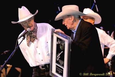 Stewart MacDougall receives the Bev Munro Award from Bev Munro - Alberta Legends 2014