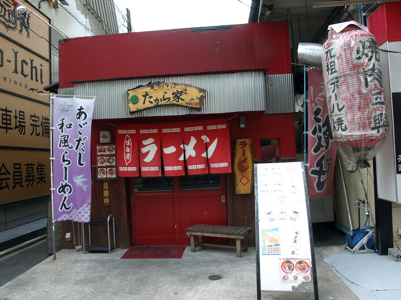 I would have loved to eat at a little shop like this but, alas, it was closed.