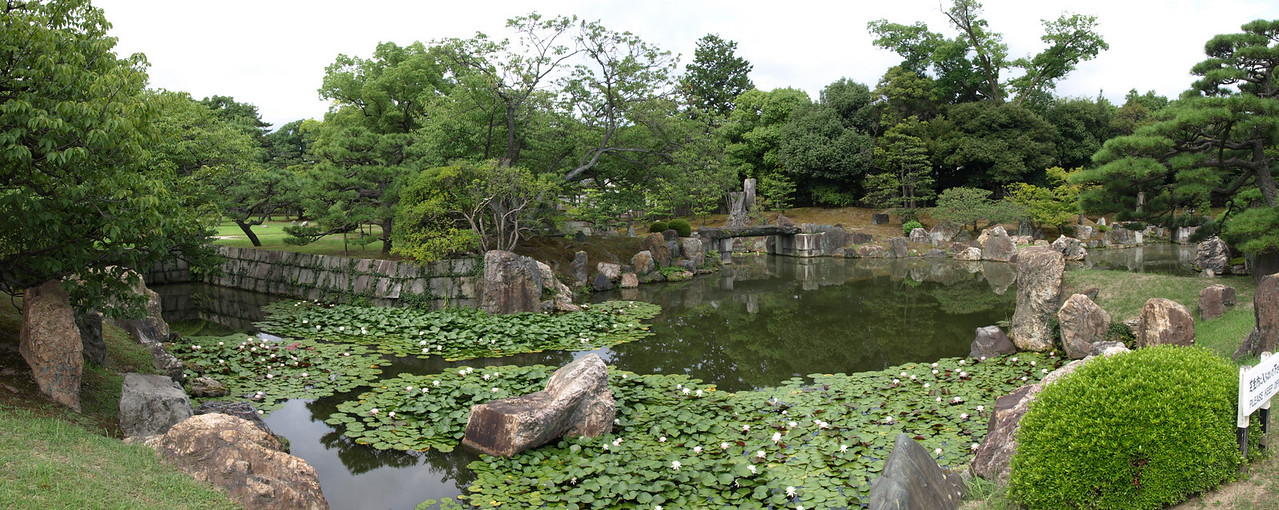 A panoramic view of the south end of the Ninomaru Gardens (on the left as viewed from the path)