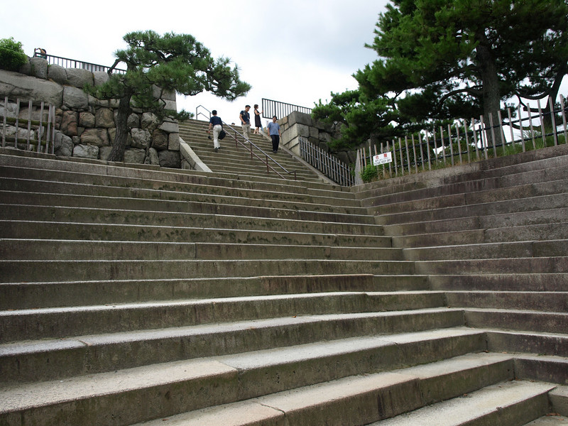 This stairway leads up to what is referred to as the Independent Raised Foundation located on the southwest corner of the inner moat. This foundation originally accommodated a five-story tower where the shogun could visit and enjoy the magnificent view of Kyoto.