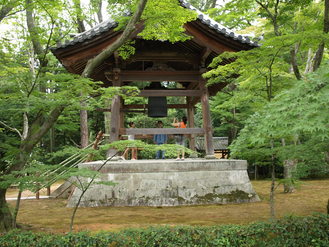 The land on which the Golden Pavilion is built was originally the property of Kintsune Saionji, a prominent figure in the Japanese Imperial Court. At that time, this bell was owned by the Saionji family dating back to the 1200s.