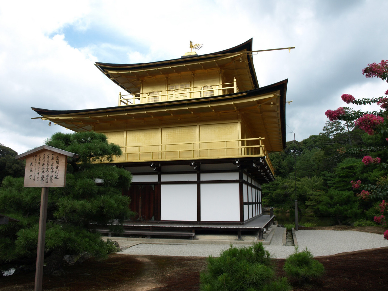 This structure was originally the home of Kintsune Saionji (mentioned earlier in the bit about the bell) in 1220. In 1394, it was taken over by Yoshimitsu, the third Shogun of Ashikaga, who rebuilt it into his own retirement home.