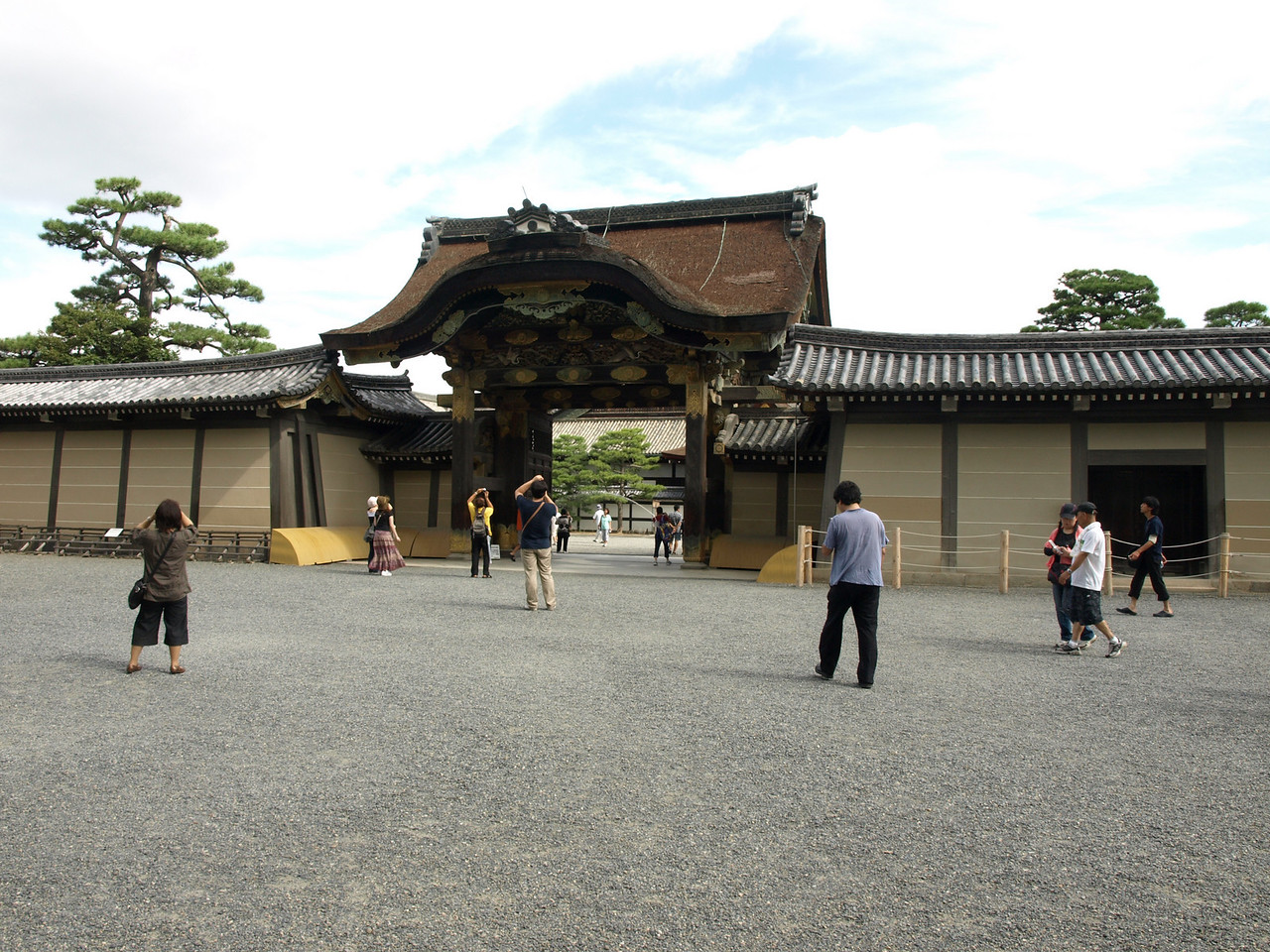 Approaching the inner Karamon Gate