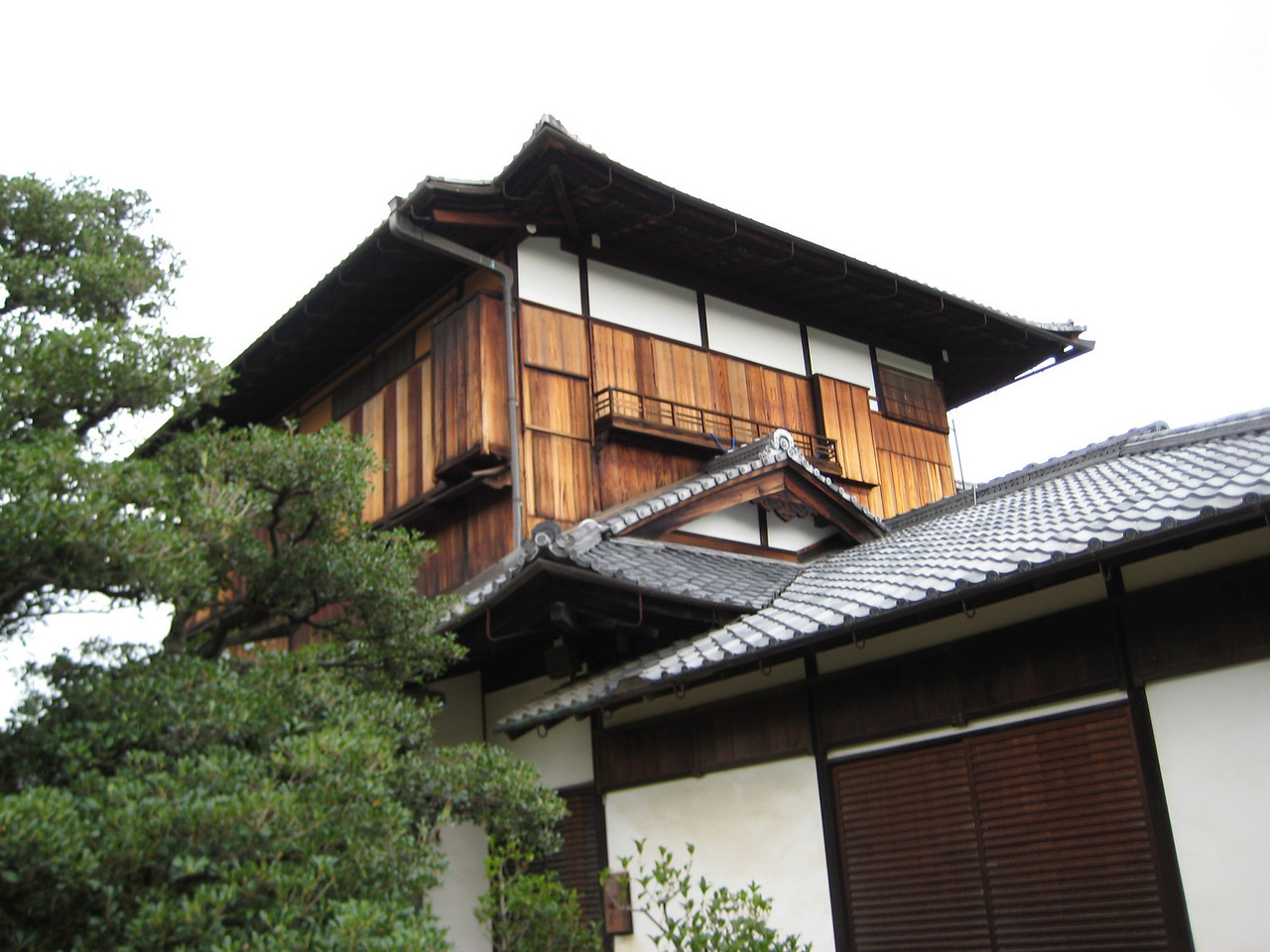 Looking up at the 3 story Otsune Palace, a wing off of the main Honmaru Palace.