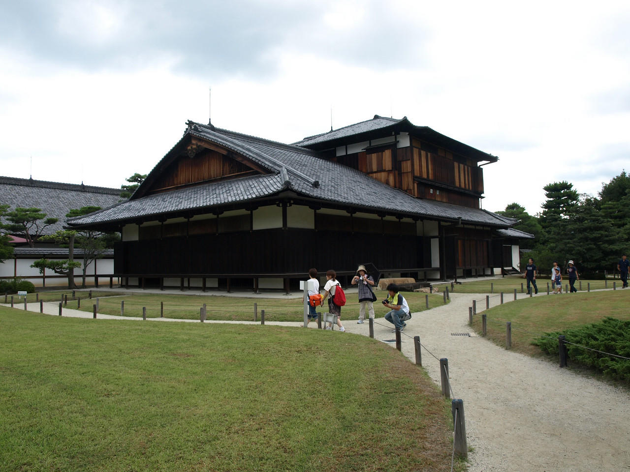 A different view of the Otsune Palace which was home to Emperor Komei's daughter, princess Kazunomiya, the last Lady of the Katsura line of the Imperial family.