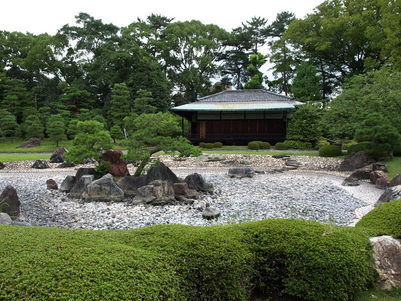 The Seiryuen Garden is a recent addition to the Nijo Castle, most recently landscaped in 1965.