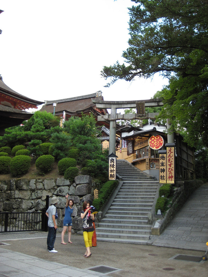 Behind and above the main hall is the Jishu Shrine where Okuninushi-no-mikoto is venerated as a god of love and matchmaking.