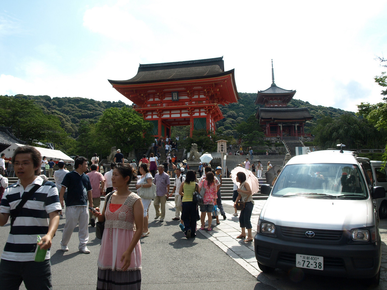 Looking back, we bid farewell to Kiyomizu