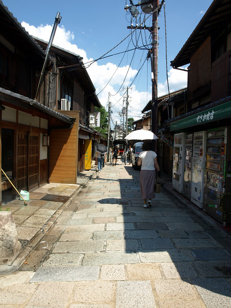 We continue our walk down Yasaka Street