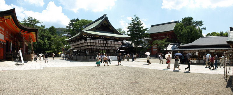 A wider view of the main portion of the Yasaka Shrine