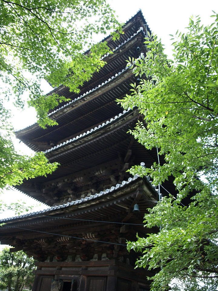 Another view of the Yasaka pagoda
