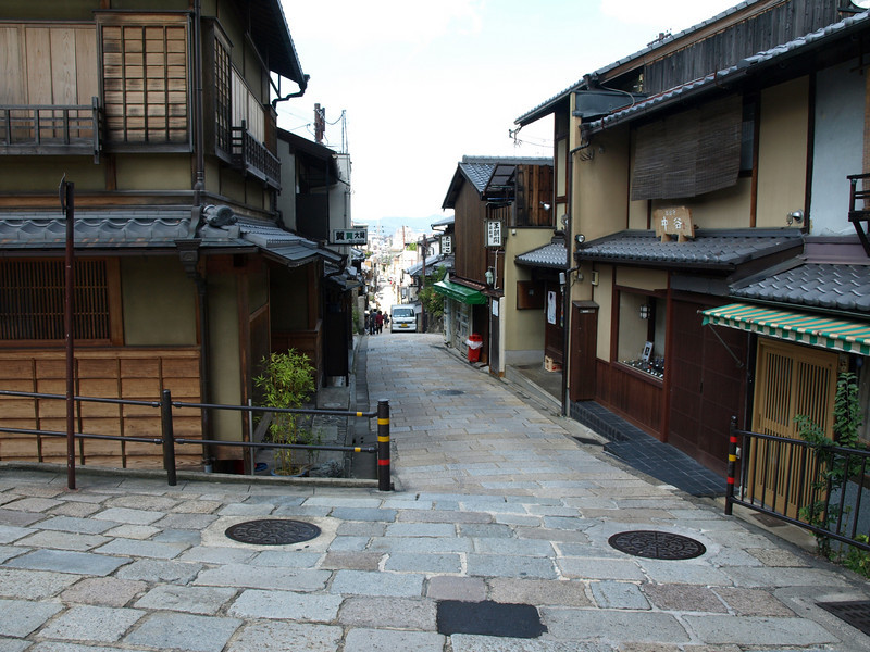A view down Yasaka Street from the pagoda