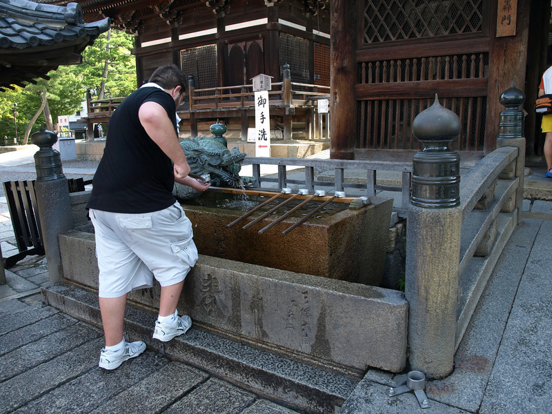 Finished with our detour, we return to the Todoroki-mon gate to wash our hands at the Owl Washing Basin (named for the owl motif on the foundation stone under the basin) before entering the temple.