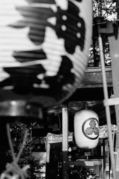Tokyo, Kabuki-chou<br /> <br /> Kiou Jinja<br /> <br /> May 2008<br /> Tri-X 400, EI 800