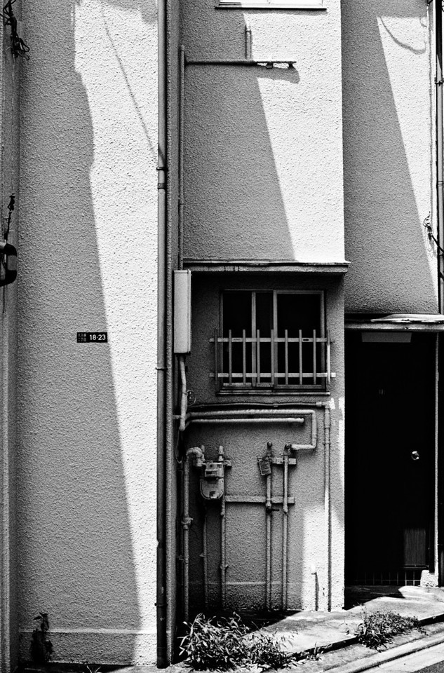 Tokyo, Okubo<br /> August 2008<br /> <br /> Tri-X EI 1600, FM2