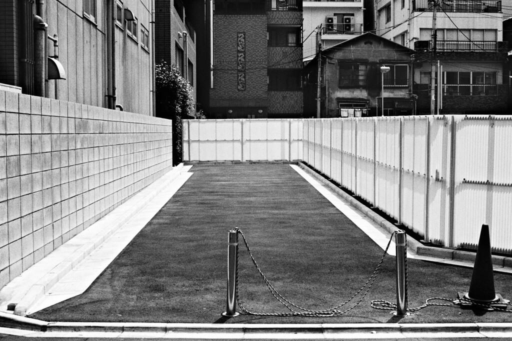 Tokyo, Nishi-Shinjuku<br /> August 2008<br /> <br /> Tri-X 400 EI 1600, FM2