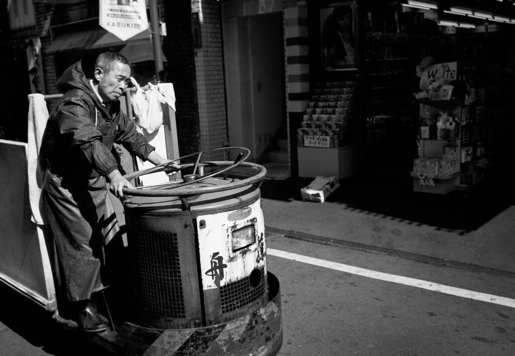 Tokyo, Kabuki-chou<br /> March 2008<br /> <br /> Kodak Tri-X 400, EI 800