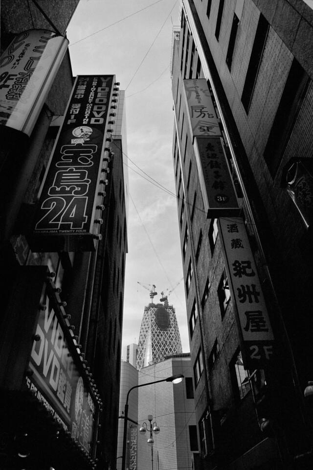 Tokyo, Nishi-Shinjuku<br /> March 2008<br /> Kodak Tri-X 400