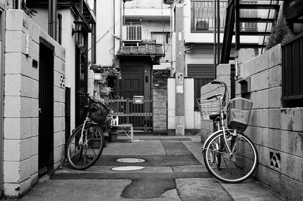 Tokyo, Okubo <br /> October 2008 <br /> <br /> Tri-X 800 FM2