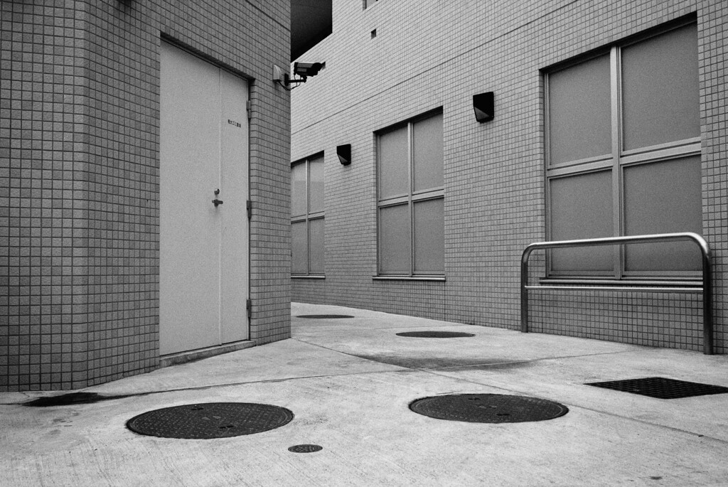 Tokyo, Nishi-Shinjuku <br /> February 2009 <br /> <br /> Tri-X 1600, R2M