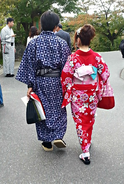 These are tourists dressed up in traditional Japanese clothes. There are lots of shops that will dress you, rent the clothes, and there are places where you get a discount of you are dressed like this. A way to give some historical depth to Kyoto