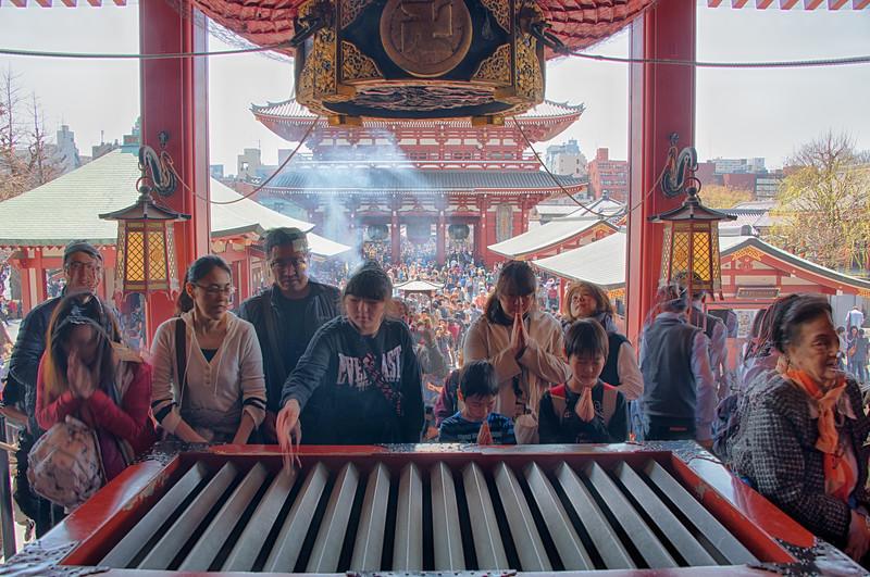 Praying at Asakusa_DSC_5346_HDR